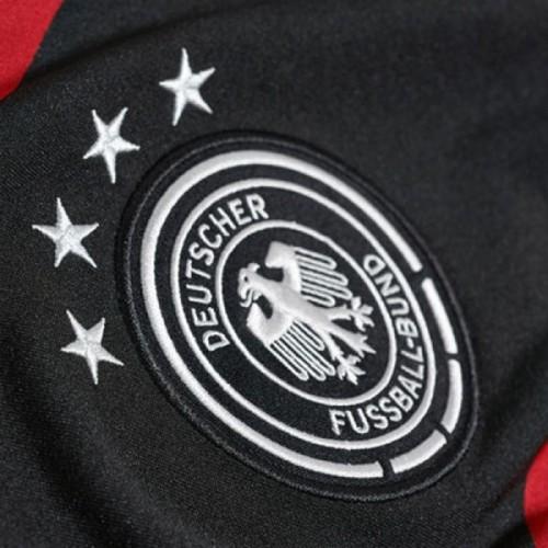 Die 4 Sterne auf dem DFB Away Trikot 2014 nach der gewonnenen Weltmeisterschaft 2014.