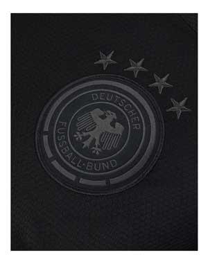 Das neue DFB Auswärtstrikot 2020 mit den 4 Weltmeistersternen